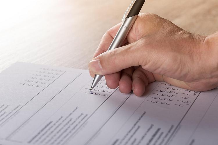 filling-out-survey